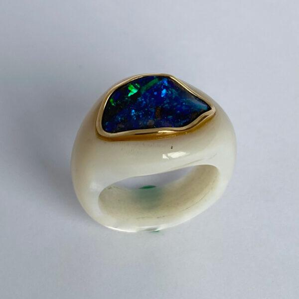 K-09 Opal Muschel 750 Gold